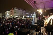 Na tři a půl tisíce mladých, ale i dříve narozených se loni sešlo na Masarykově náměstí v centru Ostravy na akci Česko zpívá koledy s Deníkem.