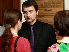 V pořadí šestý den soudu s Petrem Kramným. Na fotografii MUDr. Marek Dokoupil.