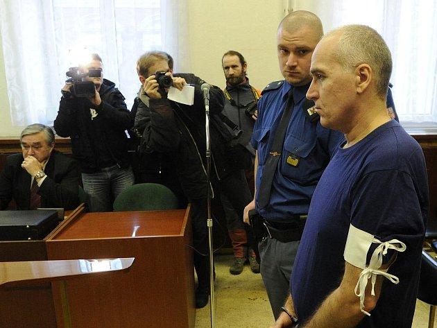Deset let vězení – takový verdikt si ve středu u Krajského soudu v Ostravě vyslechl třiačtyřicetiletý sexuální deviant Miroslav Darebník z Frýdku-Místku.