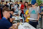 Autogramiáda týmu FC Baníku Ostrava v Nové Karolině.