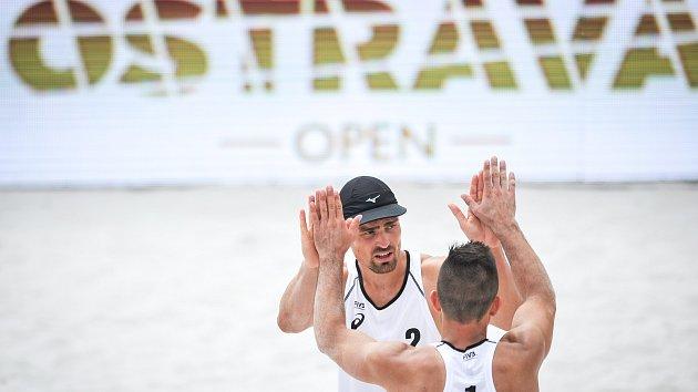 Kvalifikace turnaje Světového okruhu v plážovém volejbalu, 20. června 2018 v Ostravě. Na snímku (dále) Weiss Jindřich a Tichý Martin.
