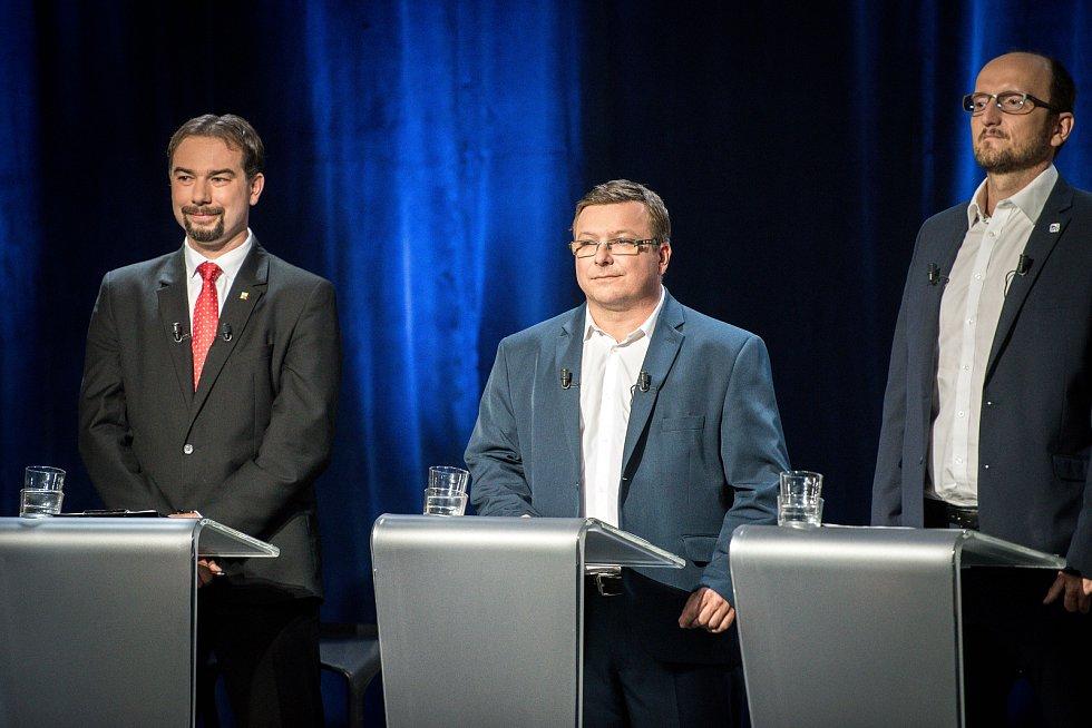 Debata kandidátů na primátora města Ostravy v České televizi, 13. září 2018 v Ostravě. Na snímku (zleva) Jiří Jurečka (STAN), Martin Juroška (KSČM) a Kubín Václav (SPD).