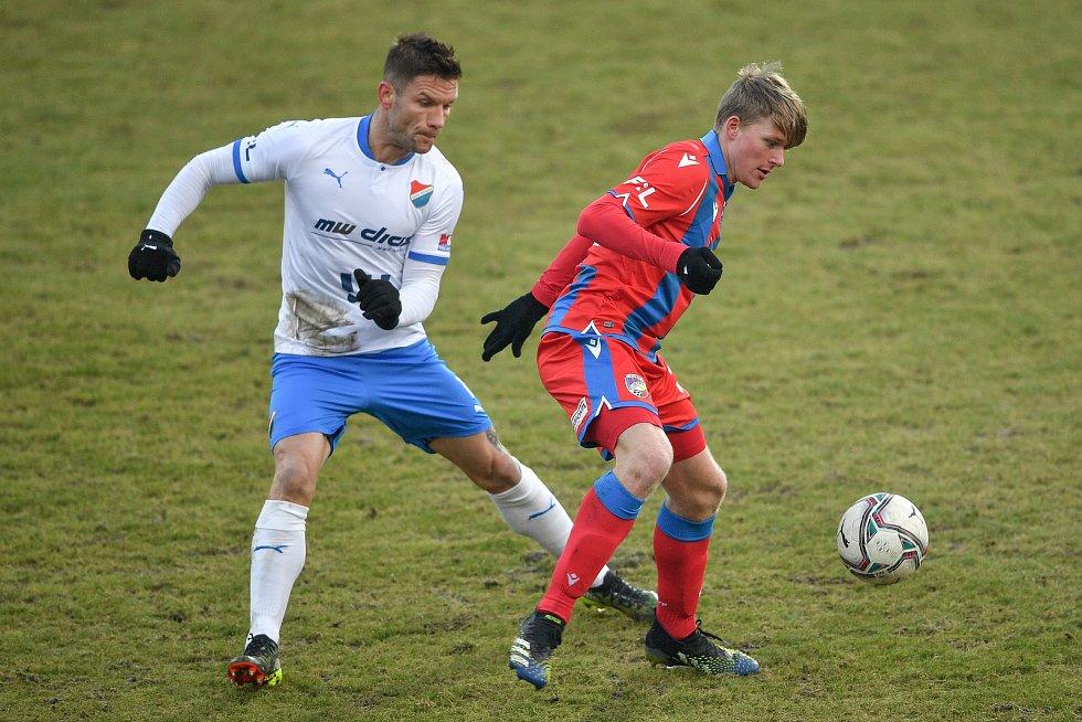 Utkání 17. kola první fotbalové ligy: FC Baník Ostrava – FC Victoria Plzeň, 31. ledna 2021 v Ostravě. (zleva) Martin Fillo z Ostravy a Pavel Šulc z Plzně.