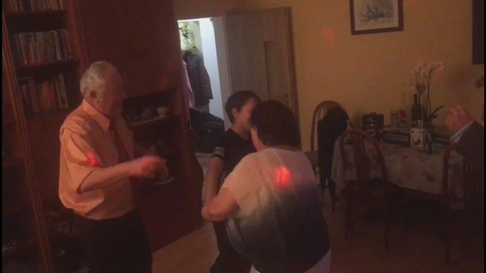 Účastnice Mirka Silberka přidala video, na němž to rodina pořádně roztočila!