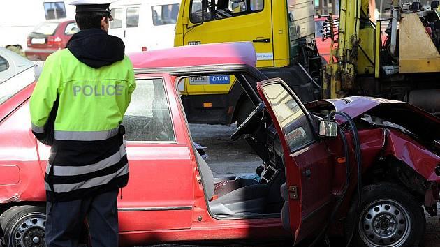 Sedmadvacetiletý řidič Škody Felicie zemřel při tragické dopravní nehodě, která se v neděli po poledni stala v Ostravě-Vítkovicích.