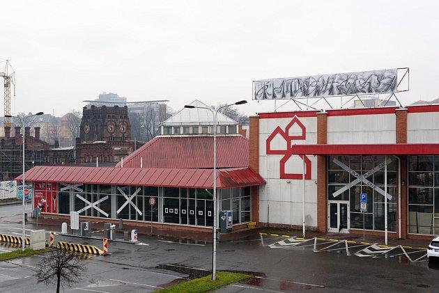 Intervence umělce Josseho Pyla na střeše PLATO Ostrava