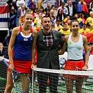 Utkání kvalifikace Fedcupového poháru Česká republika - Rumunsko, dvouhra, 9. února 2019 v Ostravě. Na snímku (vlevo) Karolína Plíšková, (vpravo) Mihaela Buzarnescuová.