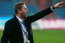 JSOU MEZI OSMI. Trenér fotbalistů Baníku Ostrava Radim Kučera dokoučoval svůj tým na Letné k výhře na pražskou Spartou, která znamená postup do čtvrtfinále domácího poháru.