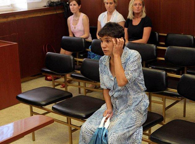NEPŘIŠLA. Žaneta Cieśloková (na snímku z červencového zahájení procesu) se středečního vyhlášení rozsudku kvůli péči o své děti nezúčastnila. O rozsudku ji informoval její obhájce.
