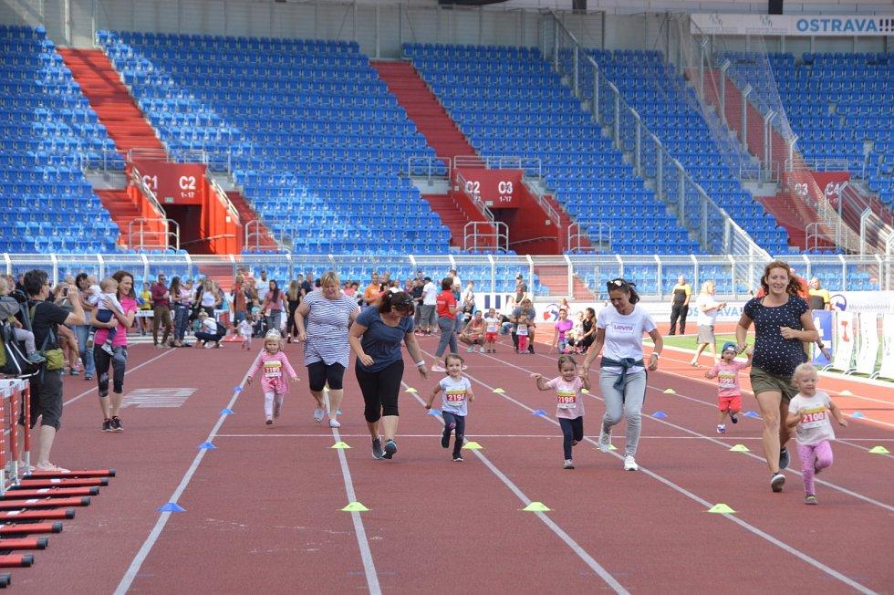Samostatný běh dětí povzbuzovali rodiče.