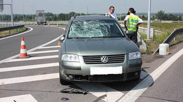 Nehoda, při které řidič těžce zranil policistu