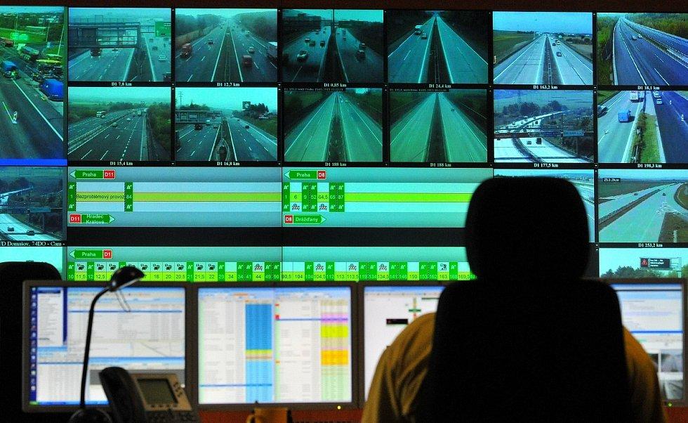 Veškeré informace o událostech na cestách v Česku se sbíhají do Národního dopravního informačního centra v Ostravě-Přívoze.