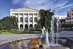 Akce Ostravského muzea Do sedel nabízí komentované vyjížďky Ostravou na kolech - například Od divadla k divadlu.