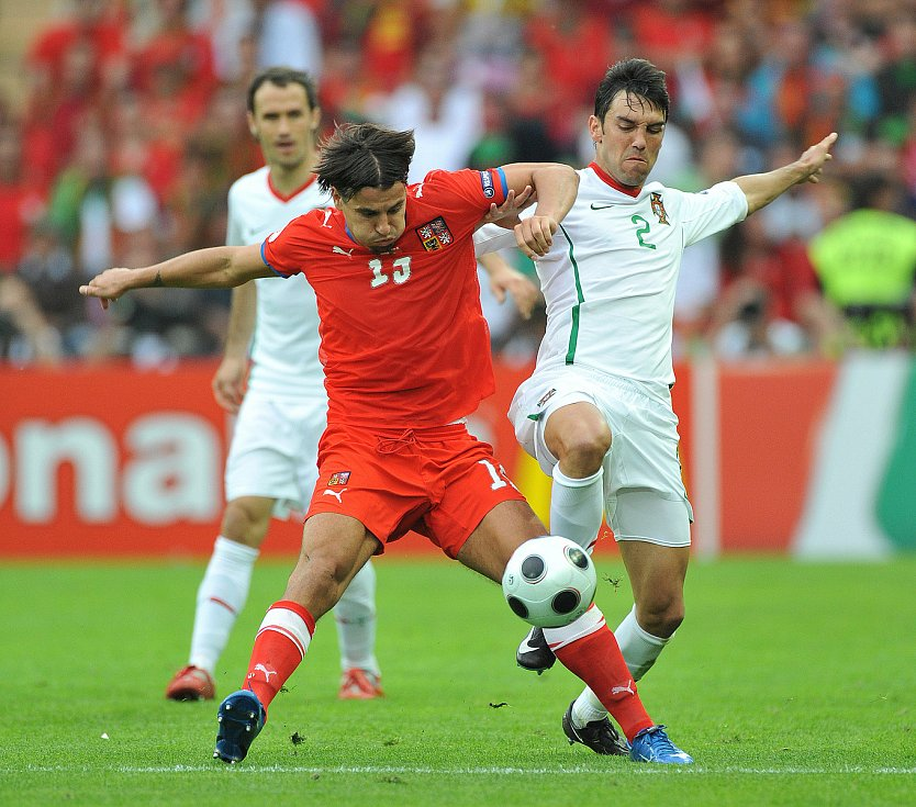 Milan Baroš při utkání s Portugalskem.