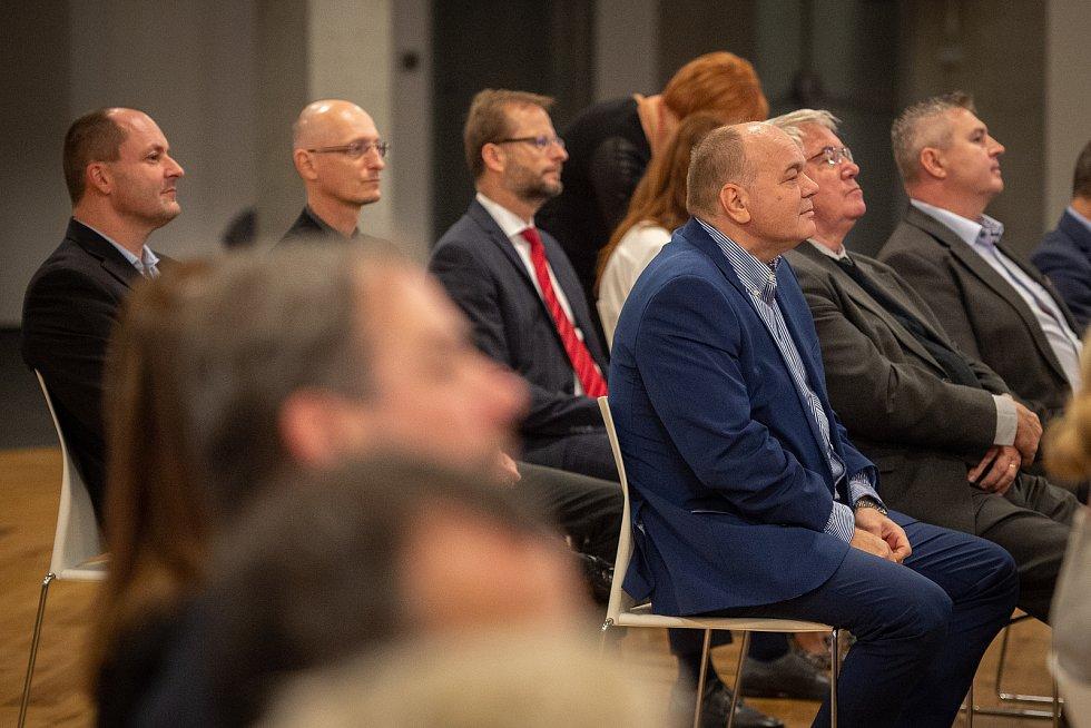 Ostravské setkání s hejtmanem moravskoslezského kraje Ivo Vondrákem v Multifunkční aule Gong v Dolních Vítkovicích, 30. října 2019.
