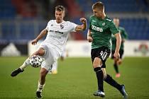 Utkání 22. kola první fotbalové ligy: Baník Ostrava - FK Jablonec, 24. února 2020 v Ostravě. Zleva Ondřej Šašinka z Ostravy a Jakub Jugas z Jablonce.