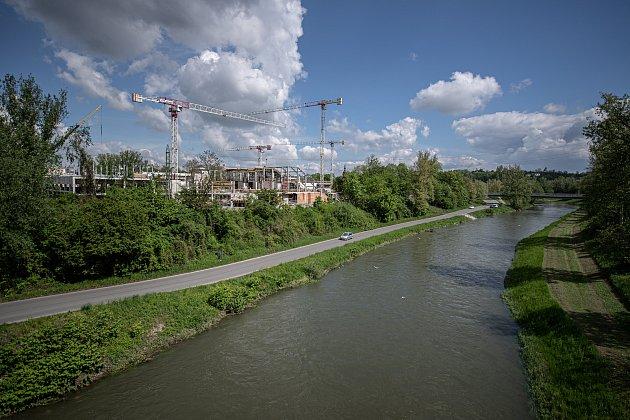 VOstravě uvýstaviště Černá louka pokračuje 20.května 2021výstavba nových budov Ostravské univerzity.