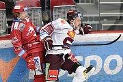 Utkání 9. kola hokejové extraligy: HC Oceláři Třinec - HC Sparta Praha, 12. října 2018 v Třinci. Na snímku (vlevo) Martin Gernát a Matěj Beran.