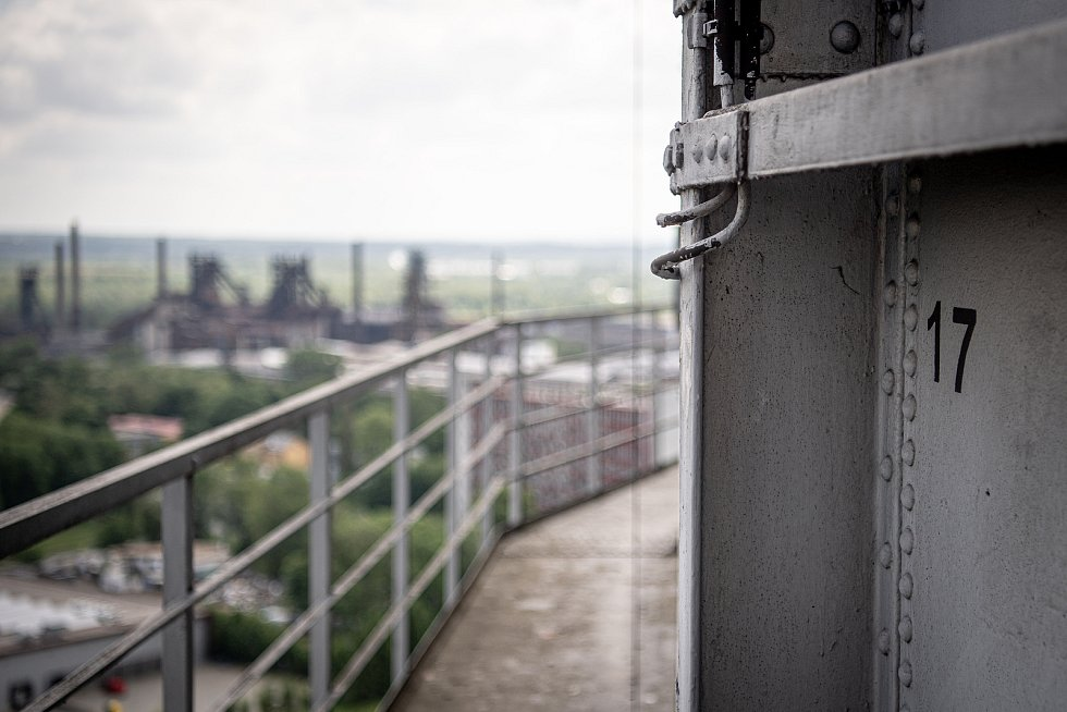 Odborná firma rozebere 84 metrů vysoký plynojem MAN který stojí na ulici 1. máje, snímek z 14. června 2021. Plynojem je už přes 10 let nevyužitý.