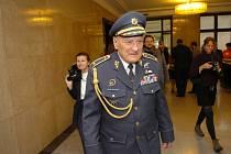 Brigádní generál Zdeněk Škarvada. V roce 2007 se stal čestným občanem Ostravy.