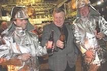 Generální ředitel firmy Vítkovice Holding Jan Světlík (uprostřed)  při setkání pod vítkovickou vysokou pecí č.1 v Dolní oblasti