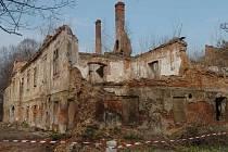 Přestože byl před desítkami let kunčický zámeček chloubou Ostravska, dnes už ho zachránit nelze.