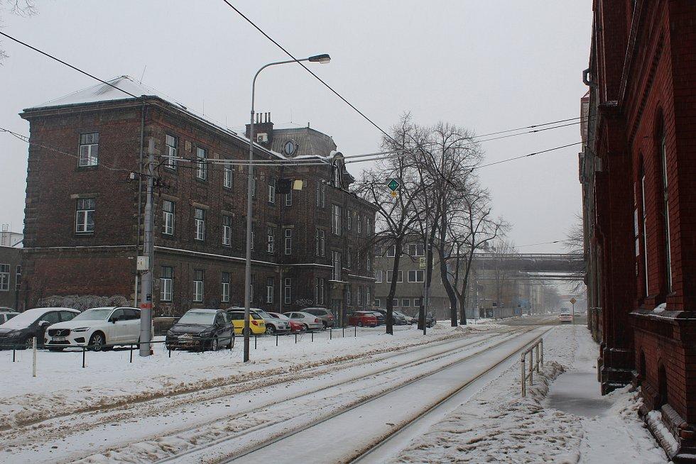 Mírové náměstí, radnice, Rothschildův palác, kostel sv. Pavla apoštola