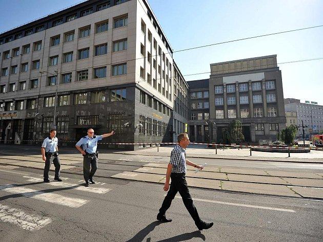 Česká národní banka se během posledních dnů stala několikrát terčem bombové výhrůžky.