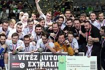 Superfinále florbalu 2014 v pražské O2 areně. Florbalisté a florbalistky Vítkovic vládnou českému florbalu.