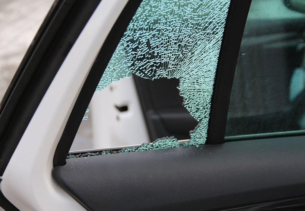 Zhruba 90 vykradených aut má mít na svědomí recidivista, který byl v polovině listopadu 2020 propuštěn z výkonu trestu, kde si odpykával předchozí trest za majetkové delikty.