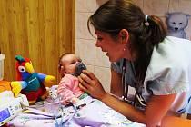 Strach a dětský pláč jsou v novojičínské nemocnici minulostí. Zařízení začalo u malých pacientů používat, u nás zatím ne moc známou metodu, inhalaci směsi rajského plynu a kyslíku.
