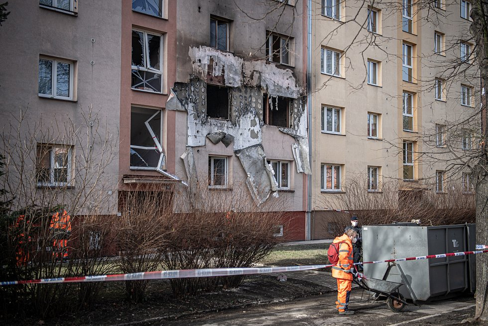Panelový dům na ulici Provaznická den po explozi, 25. února 2021 v Ostravě.