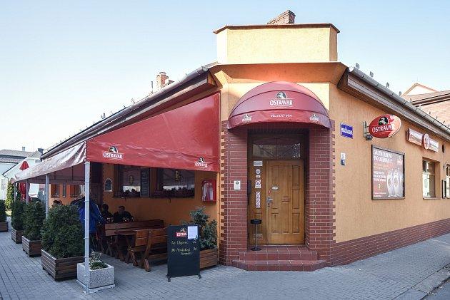 Snímek kčlánku Mariánské náměstí, centrum někdejší Čertovy Lhotky, čeká velká proměna - na fotografii restaurace Dělnický dům