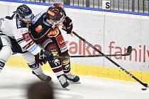 Utkání 22. kola hokejové extraligy: HC Vítkovice Ridera - HC Sparta Praha, 27. listopadu 2019 v Třinci. Na snímku (zleva) Rastislav Dej a Jan Košťálek.