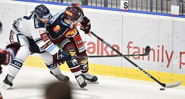Utkání 22.kola hokejové extraligy: HC Vítkovice Ridera - HC Sparta Praha, 27.listopadu 2019vTřinci. Na snímku (zleva) Rastislav Dej a Jan Košťálek.