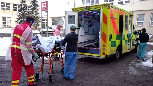 ECMO tým s přístrojem na mimotělní krevní oběh vyjíždí právě z Ostravy-Poruby i mimo moravskoslezský region.