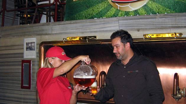 Pivovar Ostravar chce nabízet pivařům Fotbalové pivo