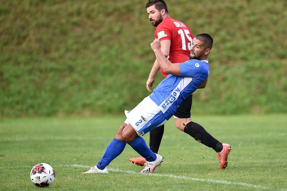 Fotbalový zápas FK Vigantice - TJ Juřinka, 14. srpna 2020 ve Viganticích. Milan Baroš dává gól.