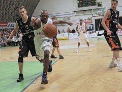 Z basketbalového zápasu Mattoni NBL, kdy se utkaly týmy NH Ostrava a  Geofin Nový Jičín.