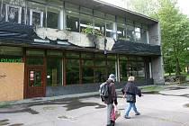 MARICA se říká podle bývalé slavné restaurace objektu na pátém obvodě v Porubě, který dnes slouží bezdomovcům a dělá ostudu – ale to se má brzy změnit, nový majitel má velké plány.