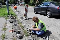 Chodník se opravuje i na Provaznické ulici v Ostravě-Hrabůvce