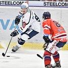 Utkání 4. kola hokejové extraligy: HC Vítkovice Ridera - HC Škoda Plzeň, 23. září 2018 v Ostravě. Na snímku (vlevo) Kindl Denis a Schleiss Jan.