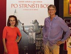 Tereza Voříšková na snímku s Janem Svěrákem před ostravskou předpremiérou filmu Po strništi bos.