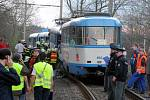Snímek z místa tragické srážky tramvají ve Vřesině 11. dubna 2008.