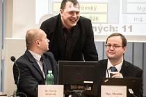 Před začátkem zasedání zastupitelů městského obvodu Ostrava-Jih bylo v budově radnice pořádně dusno.
