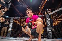 RŮŽOVÝ PANTER David Kozma nehodlá pás pro šampiona welterové váhy Oktagonu odevzdat. Foto: Oktagon MMA