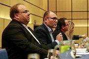 Povolební vyjednávání klubu ČSSD v hotelu Clarion v Ostravě.Na fotografii vlevo Miroslav Novák