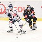 Utkání 26. kola hokejové extraligy: HC Vítkovice Ridera - HC Verva Litvínov, 9. prosince 2018 v Ostravě. Na snímku (zleva) Šimon Stránský, František Lukeš.
