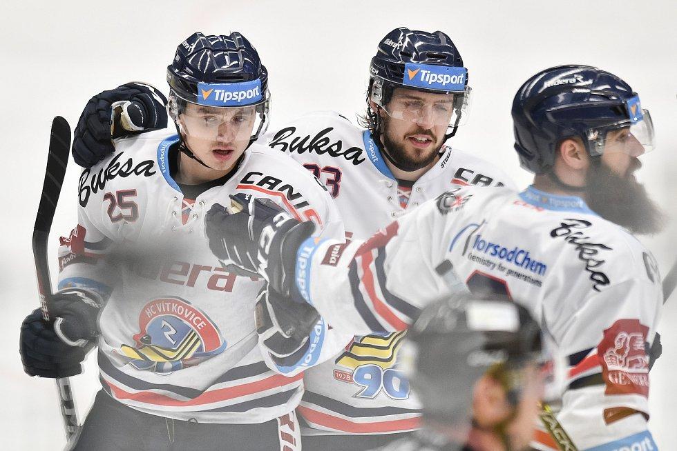 Utkání 32. kola hokejové extraligy: HC Vítkovice Ridera - PSG Berani Zlín, 4. ledna 2019 v Ostravě. Na snímku (zleva) Patrik Zdráhal, Šimon Stránský a Jan Výtisk.