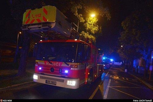 Zásah hasičů při požáru domova seniorů v ostravských Kunčičkách.
